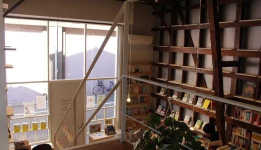 【浅草】Readin'Writin' は元記者が目利きした本が並ぶブックカフェ